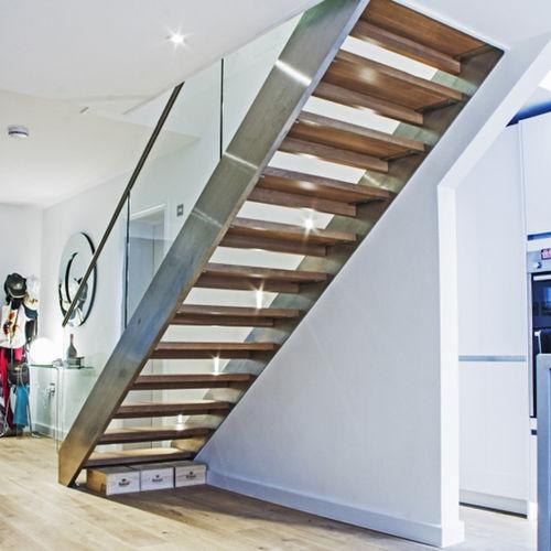 прямая лестница / конструкция из нержавеющей стали / с деревянными ступеньками / без подступенка