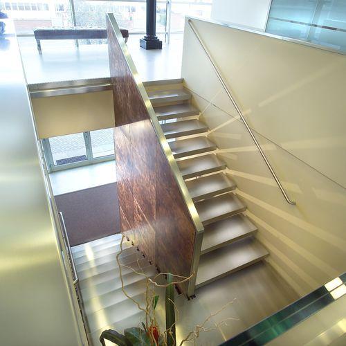 прямая лестница / полуповоротная / круговая / конструкция из нержавеющей стали