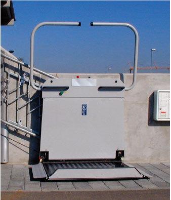 платформа для подъема по лестнице для лиц с ограниченными возможностями / стандартная