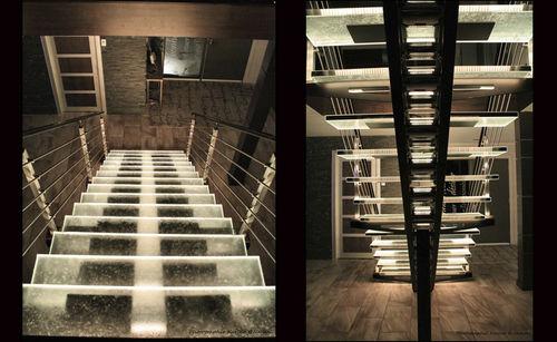 прямая лестница / металлическая конструкция / со стеклянными ступеньками / без подступенка