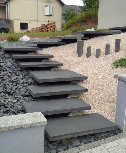 ступень из бетона / высокое сопротивление