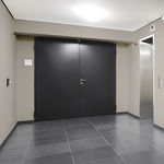 входная дверь / качающаяся / из стали / для обеспечения безопасности