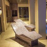 современный садовый шезлонг / из вспененного полистирола / из стекловолокна / для бассейна