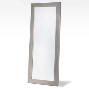 отдельностоящее зеркало
