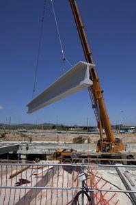 сборная балка / из предварительно напряженного бетона / Т-образная / для строительства моста