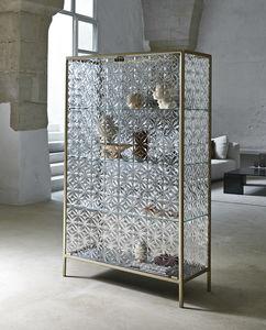 современный стеклянный шкаф