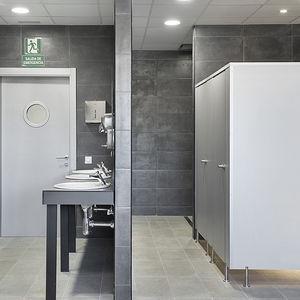 кабинка для туалета из ламината