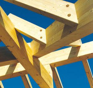 деревянный каркас из массивной доски