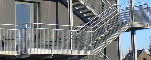 решетчатый настил полученный методом электроковки / из стали / для ступени лестницы / противоскользящий