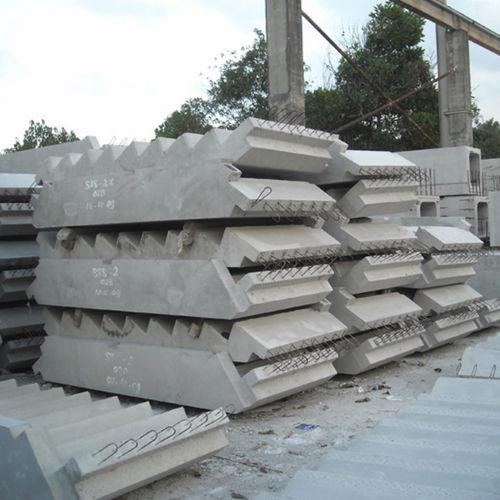 сборная лестница / прямая / бетонная конструкция / с бетонными ступеньками