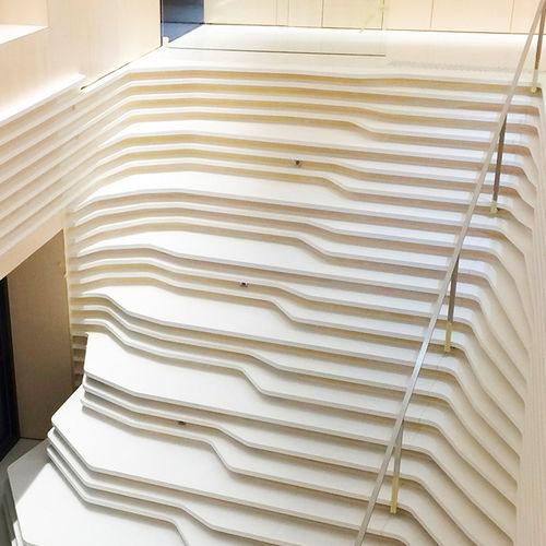прямая лестница / бетонная конструкция / с бетонными ступеньками / без подступенка