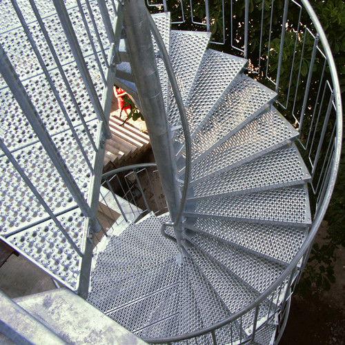 лестница с металлическими ступеньками / прямая / в четверть оборота / винтовая