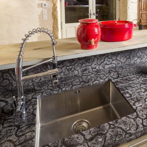 рабочая поверхность из мрамора / для кухни