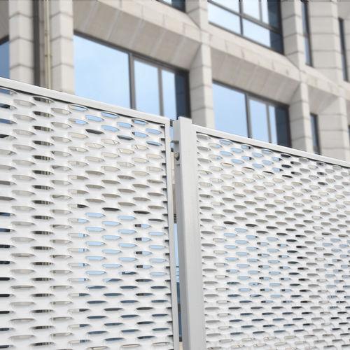 промышленное заграждение / решетчатое / из металла / высокой степени защиты