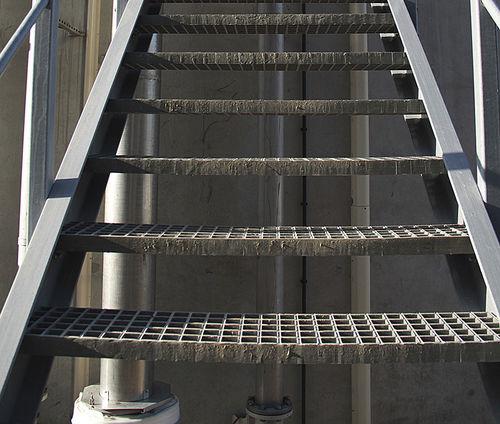 ступень из композитных материалов / высокое сопротивление