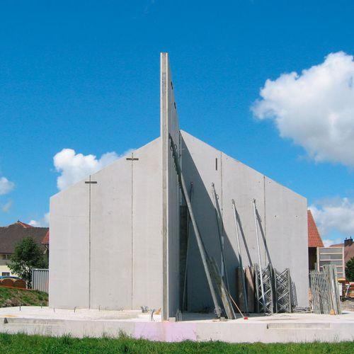 двойная стена из предварительно подготовленного бетона
