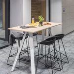 современный высокий стол для еды стоя / из дерева / прямоугольный / для профессионального использования